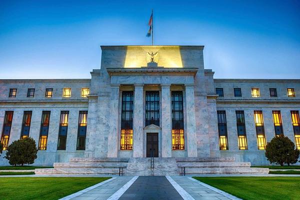 今日8月22日凌晨,美联储公布了上个月的会议纪要,列出了美联储降息25基点的原因,尽管凸显出美国经济目前表现良好,但前景仍不甚乐观。随着9月份会议的临近,之前迫使美联储降息的问题看起来更加尖锐。迫使美联储降息三大理由愈演愈烈,美联储降息25基点或板上钉钉。