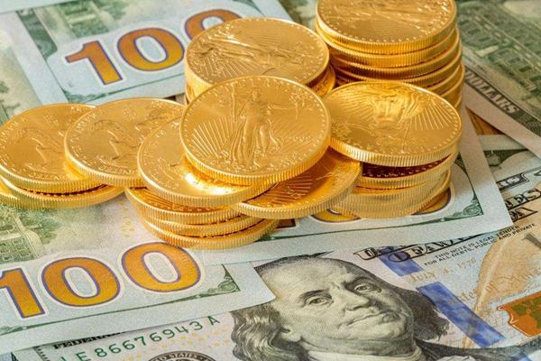 华尔街和市场分析师为黄金后市的多空观点而争执不已。尽管不少投行已经下调了国际黄金价格走势的预期,高盛依旧异常坚定地看涨未来两年的黄金价格,该行认为黄金2020年国际黄金价格走势将触及1600美元/盎司。